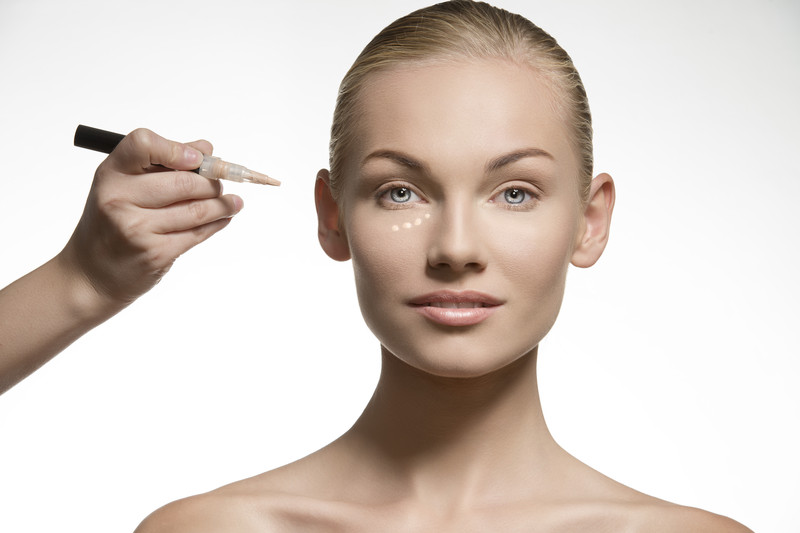 How to apply a concealer the right way